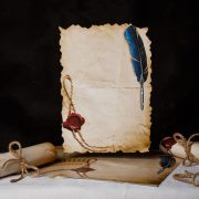 Čistý pergamen kde si maturanti vytlačia básničky sami.