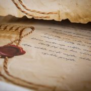 Text vytlačenej básničky na pergamene.