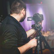 Naši kameramani sa venujú natáčaniu naplno. Vedia čo majú robiť na stužkovej slávnosti aby maturanti dostali peknú spomienku vo forme videa.
