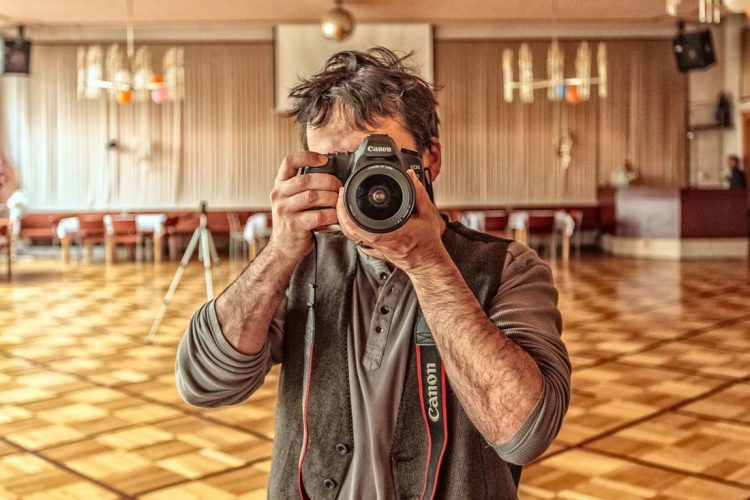 Profesionálny fotograf stužkovej slávnosti. Odfotíme vám krásne fotky z celej stužkovej ktoré budete mať ako peknú pamiatku na celý život z tohto veľkého dňa.