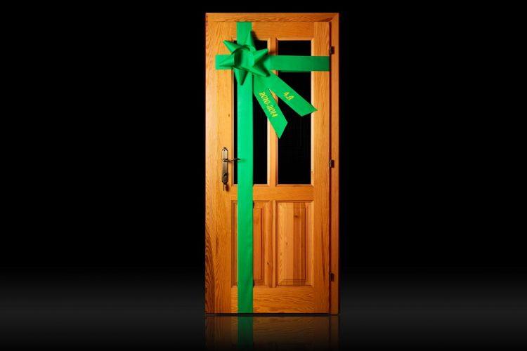 Stuha na dvere