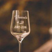 Detail maturitného pohára na víno.