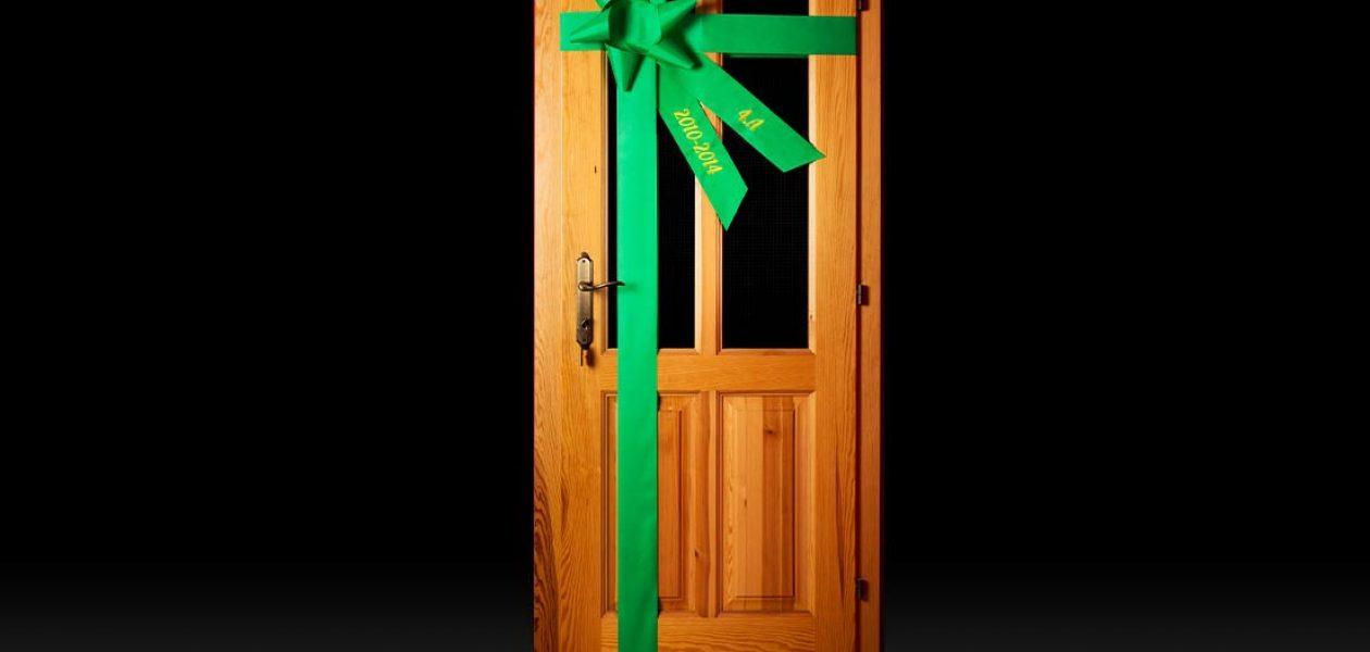 Ako zložiť stuhu na dvere (video-navod)