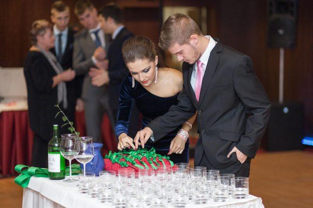 Fotka stužková – Úprava stužiek a pohárov