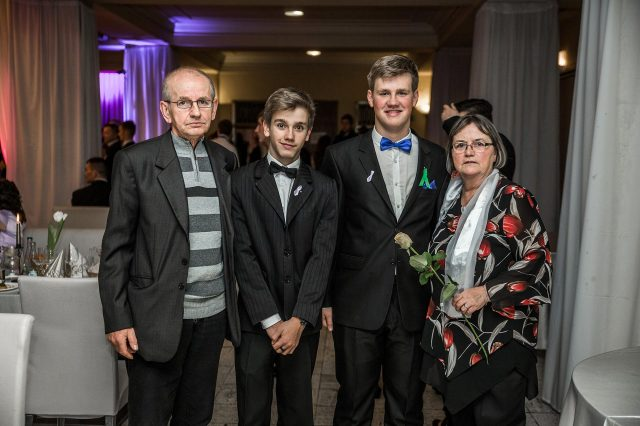 Fotka stužková – Rodinka s maturantom