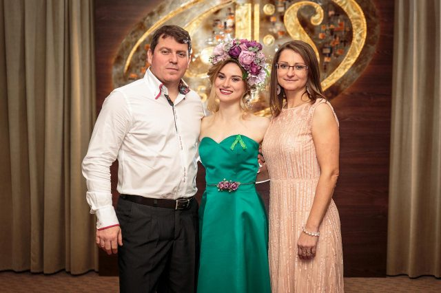 Fotka stužková – Rodičovská s maturantkou