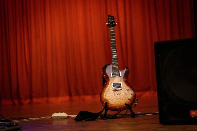Fotka stužková – Gitara kapely