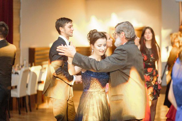 Fotka stužková – Profesor a maturantka tanec
