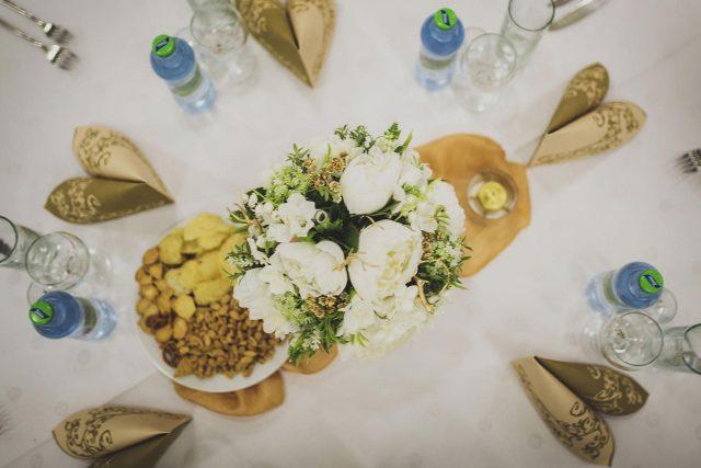 Fotka stužková – Detail výzdoby stola