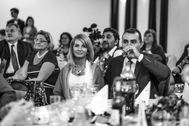 Fotka stužková – Mamka a ocko pri stole