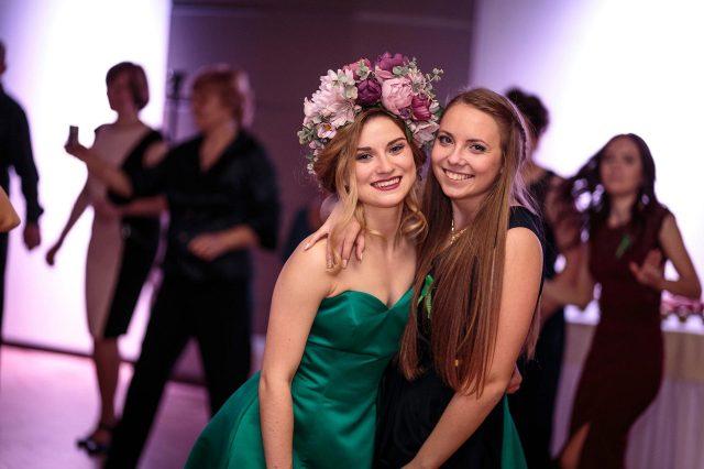 Fotka stužková – Dve maturantky
