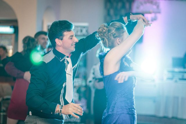 Fotka stužková – Maturantka s partnerom pri tanci
