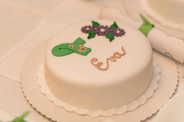 Fotka stužková – Biela torta so zelenou stužkovu