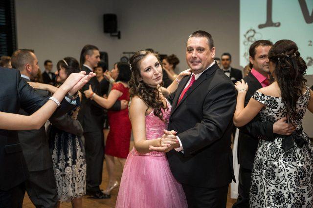 Fotka stužková – Dcéra s ockom rodičovský tanec
