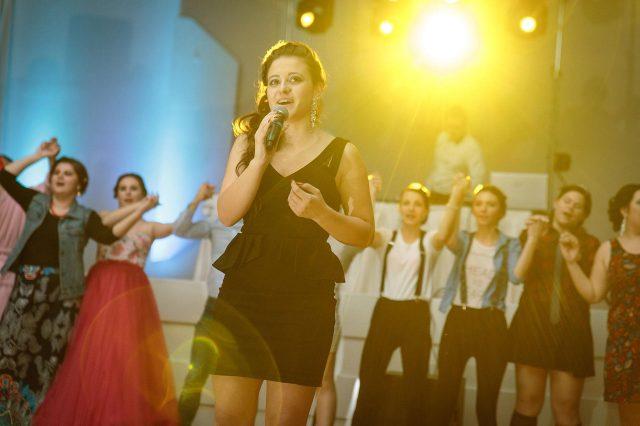 Fotka stužková – Spev v protisvetle