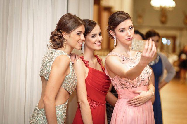 Fotka stužková – Selfie fotka maturantiek