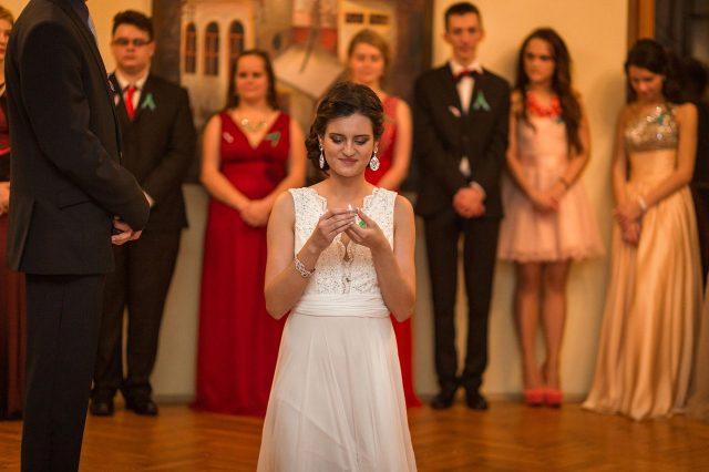 Fotka stužková – Biele šaty maturantky