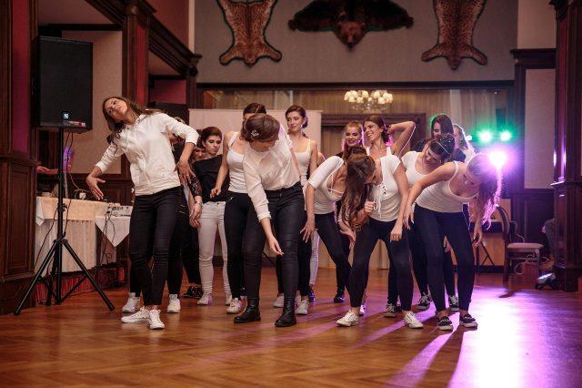 Fotka stužková – Tanec dievčat